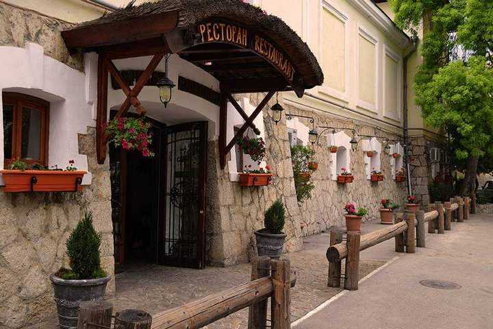 Игра для всех форумчан: Ясновидение доступно всем! - Страница 3 Yalta-restoran-tsarskaya-konyushnya
